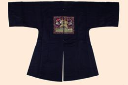 鵪鶉補服〔うずらほふく〕 清時代 丈122cm 肩両袖通長180cm 山東博物館蔵