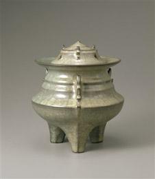 岡部嶺男 《窯変米色瓷博山炉》 1971年